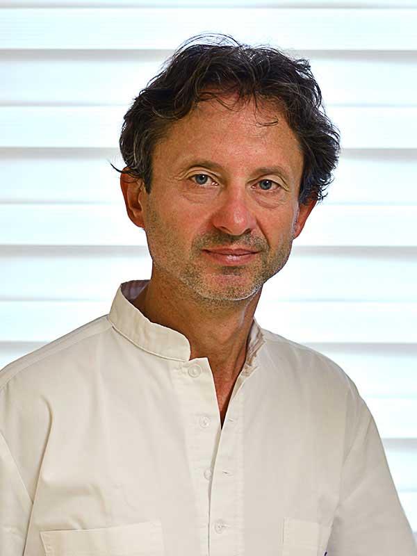 Dr. Kurucz József, Szájsebész, parodontológus
